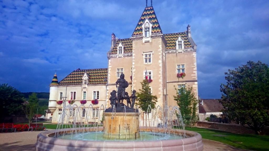 Pause vor wunderschönem Haus - Jakobsweg-Tagebuch
